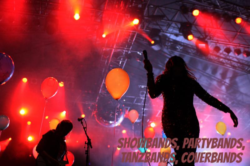Showband, Partyband, Coverband, Tanzband, Eventband, Band buchen, Musiker mieten, Sängerin, Tributeband, Stars buchen, Livemusik, Entertainer, Musikband